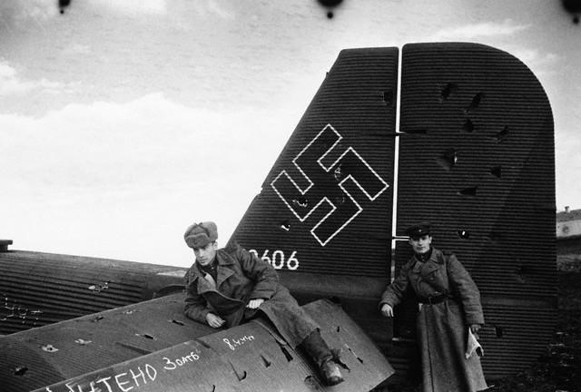 World War 2 Photos by Dmitri Baltermants 21