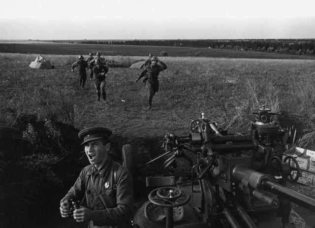 World War 2 Photos by Dmitri Baltermants 23