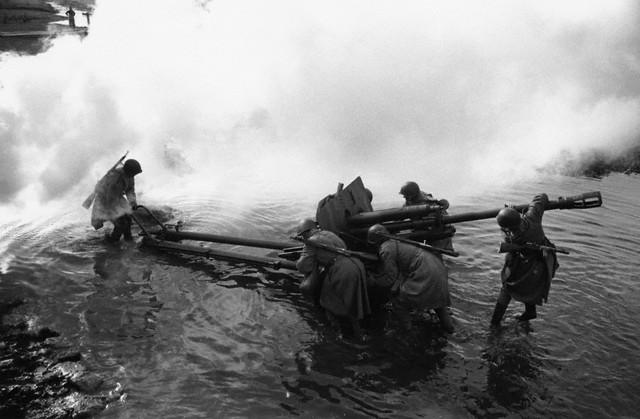 World War 2 Photos by Dmitri Baltermants 24