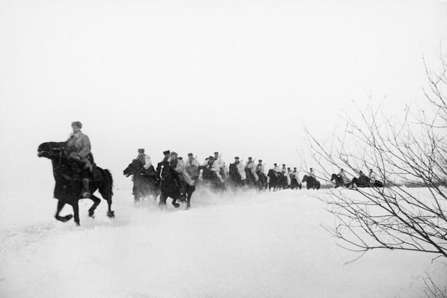 World War 2 Photos by Dmitri Baltermants 26