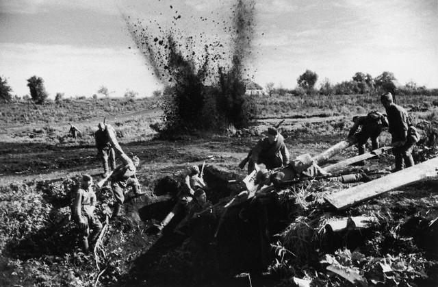 World War 2 Photos by Dmitri Baltermants 27