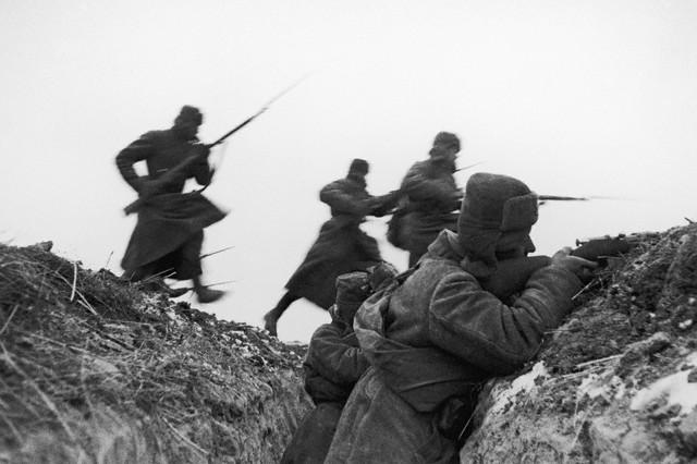 World War 2 Photos by Dmitri Baltermants 28