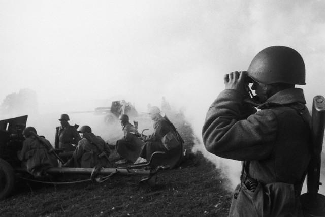 World War 2 Photos by Dmitri Baltermants 30