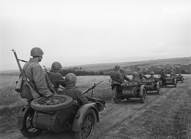 World War 2 Photos by Dmitri Baltermants 32