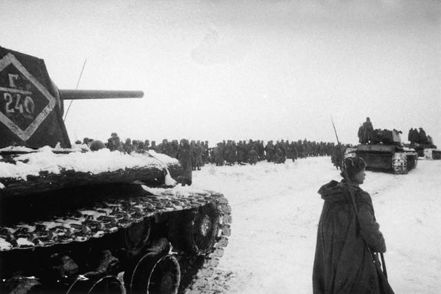 World War 2 Photos by Dmitri Baltermants 33