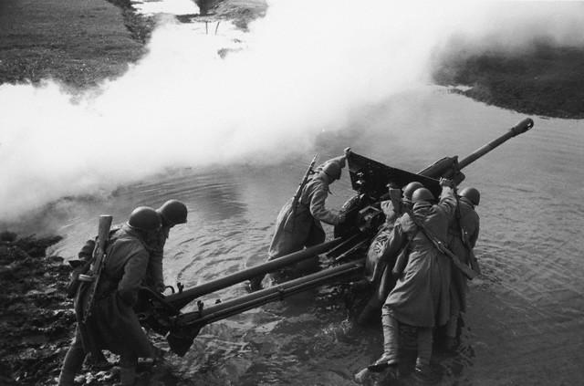 World War 2 Photos by Dmitri Baltermants 34
