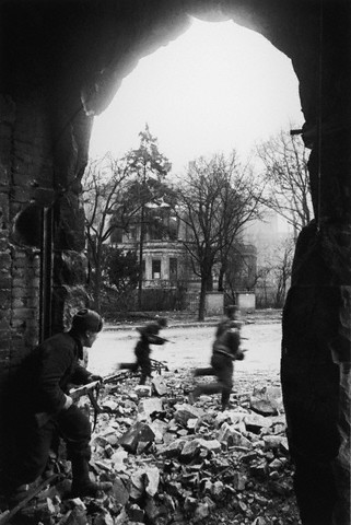 World War 2 Photos by Dmitri Baltermants 37