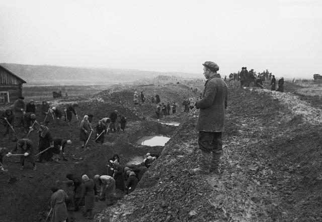 World War 2 Photos by Dmitri Baltermants 4