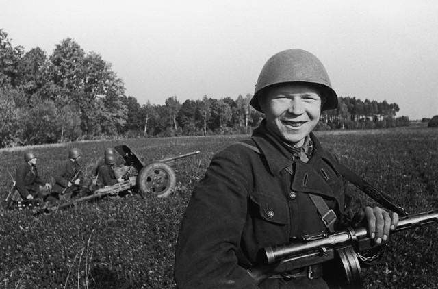 World War 2 Photos by Dmitri Baltermants 5