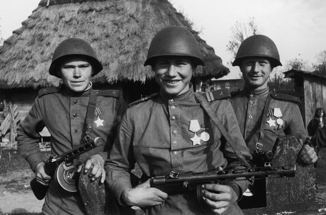 World War 2 Photos by Dmitri Baltermants 6