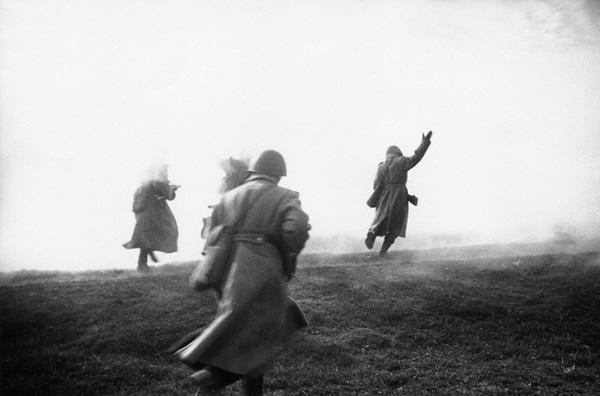 World War 2 Photos by Dmitri Baltermants 7