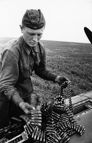 World War 2 Photos by Dmitri Baltermants 8