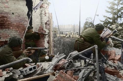 Russian soldiers during World War 2, color photo 18