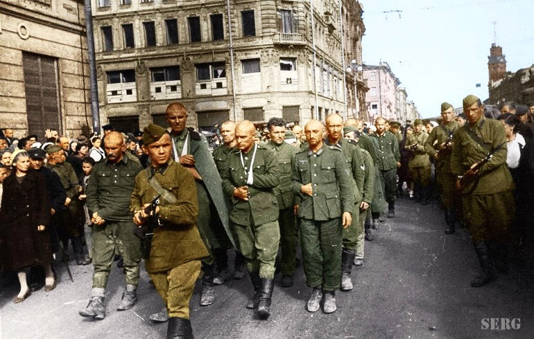 Russian soldiers during World War 2, color photo 32