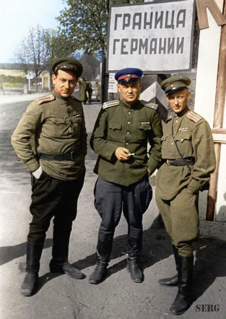 Russian soldiers during World War 2, color photo 39