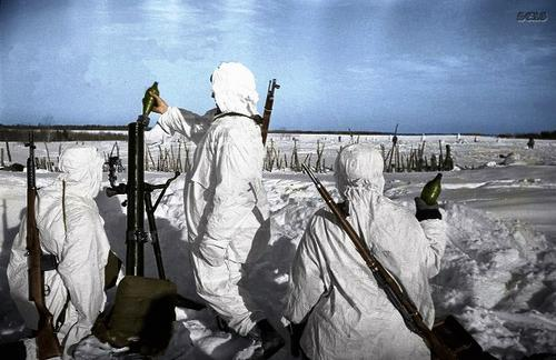 Russian soldiers during World War 2, color photo 8