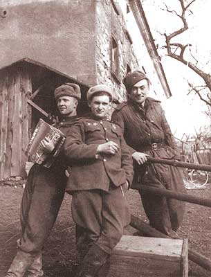 Private photos of Russian soldier from World War 2 39