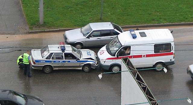 Ambulance crashes into police patrol. Should we call firemen now? (PHOTO)