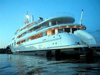 R. Abramovich, the most wealthiest man of Russia, what cars boats and planes does he have?