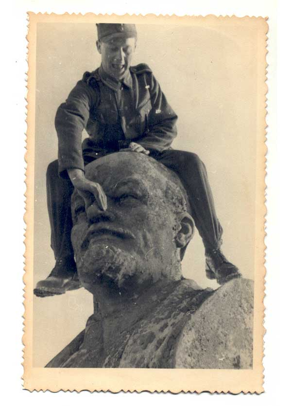 Lenin and Nazi