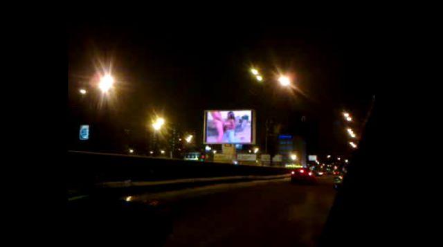 Рекламный щит показывающий порно в москве