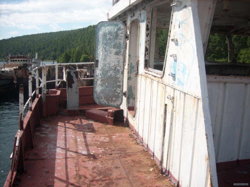 Baikal rusty ships 3