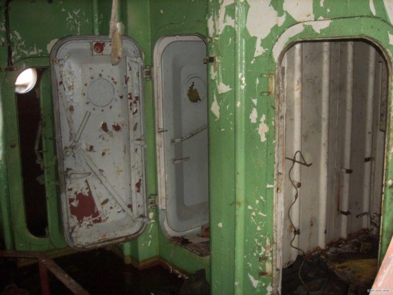 Baikal rusty ships 8