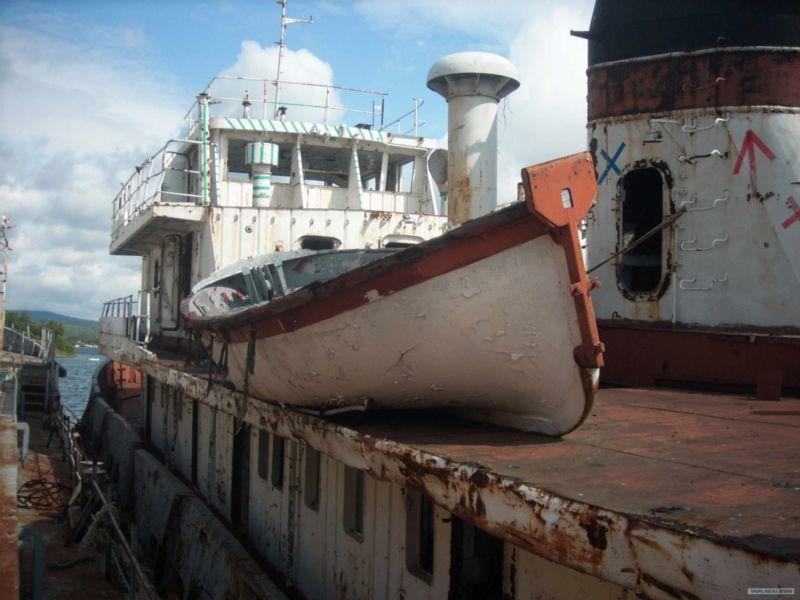 Baikal rusty ships 17