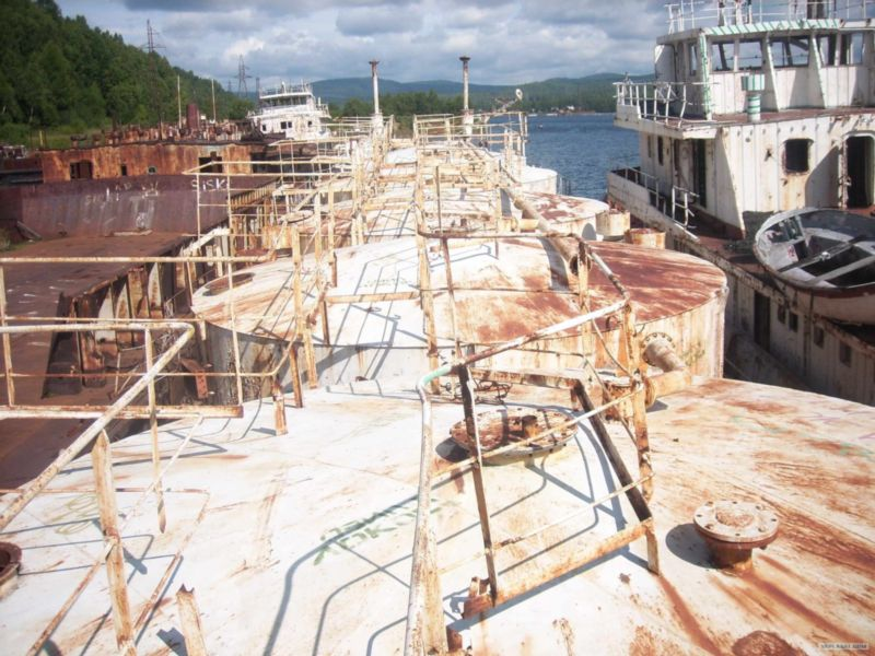 Baikal rusty ships 18