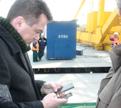 Russian Governor Has Three iPhones
