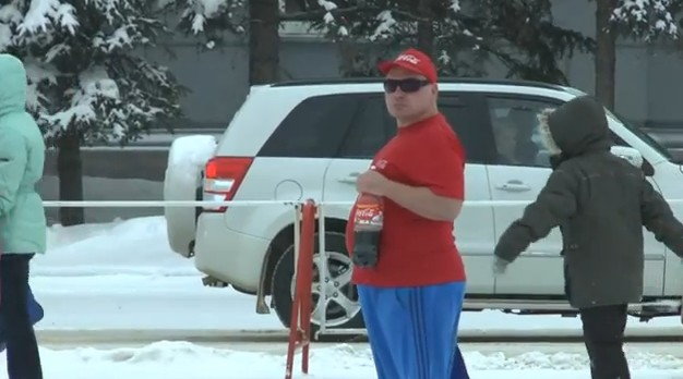 Video: The Guy Who Is Never Cold