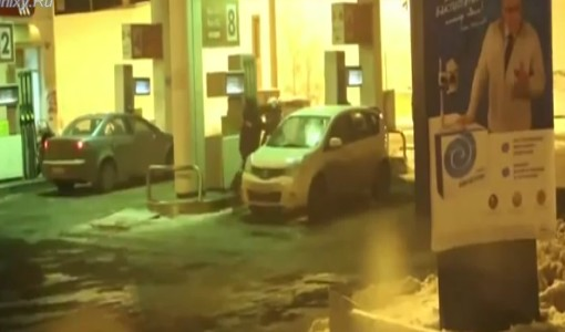 Video: Car Cleaning With Petrol Right At the Gas Station