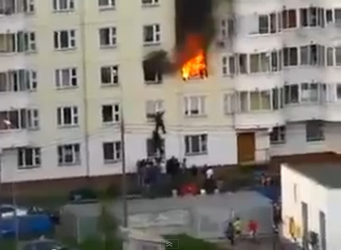 Ordinary Passerby Saves a Man From the Fire