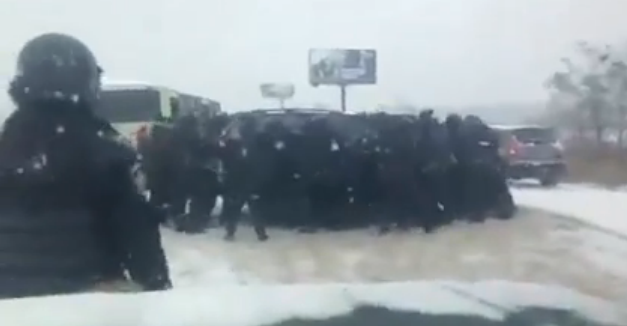 Fighters Go to Kiev to Drive Protesters Away