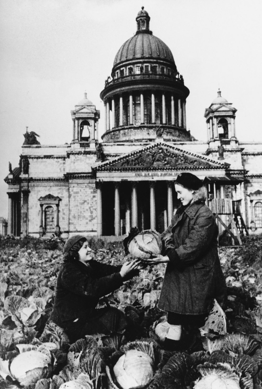 Isaakievskiy_sobor_1942