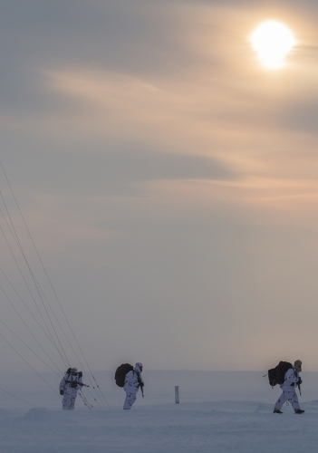 Russian Paratroopers Land In the Arctic