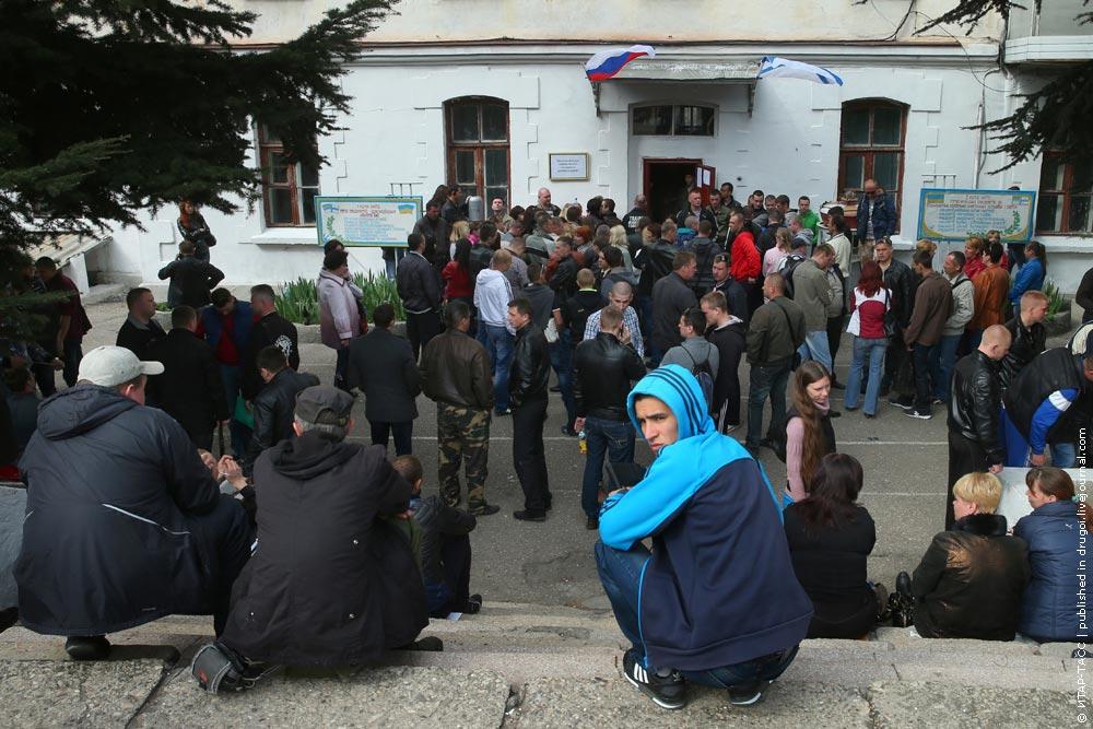 Украинские военнослужащие в Крыму, желающие записаться в российскую армию