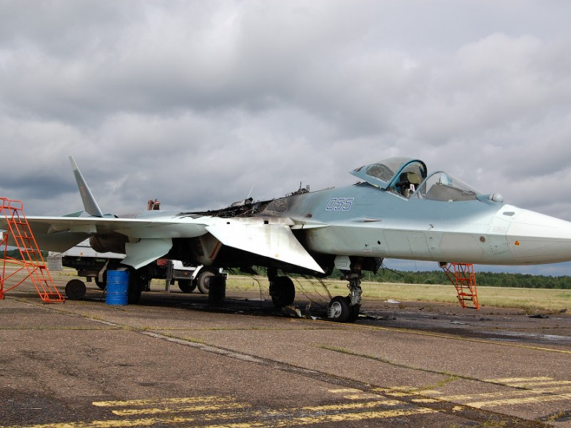 http://englishrussia.com/2014/06/10/t-50-jet-caught-fire/