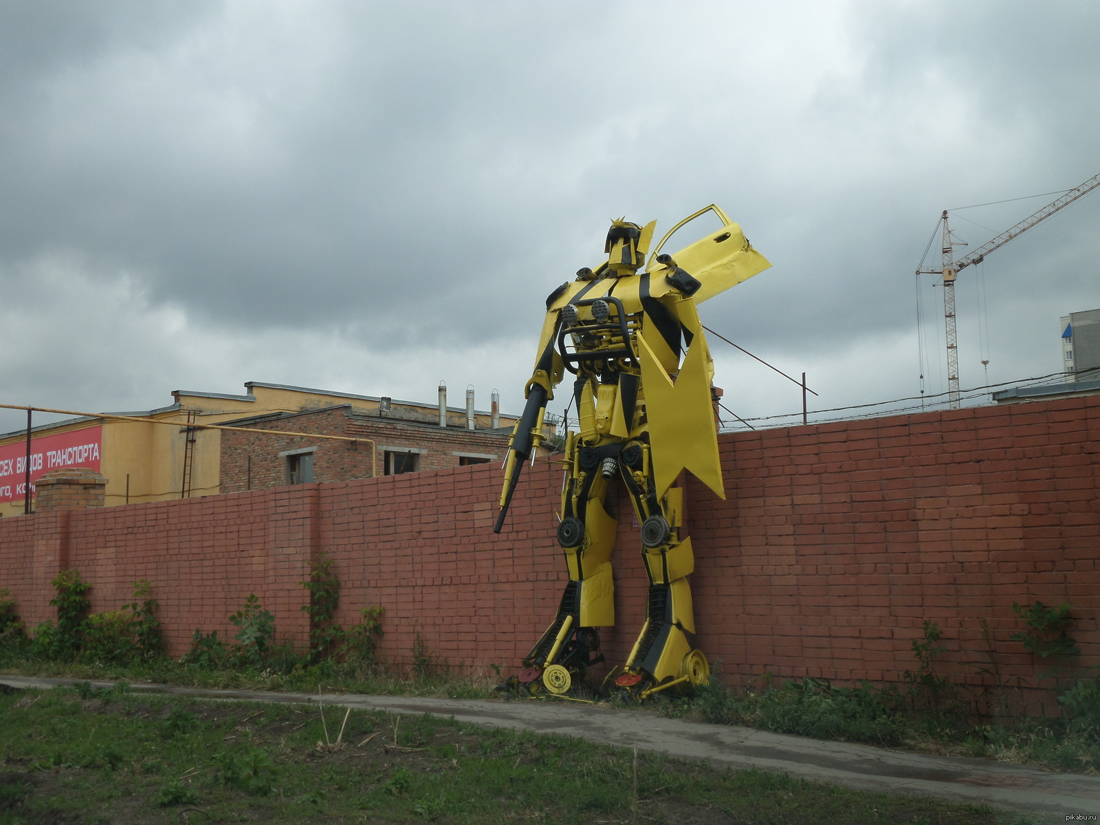 Russian City Gets Invaded by Transformers!