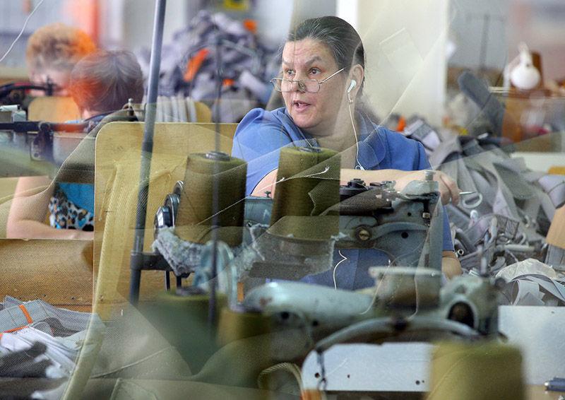 """Работа завода по производству парашютов """"Полет"""" в Иваново"""