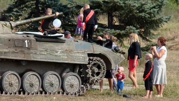In Donetsk Dad Brought His Kid to School on Tank