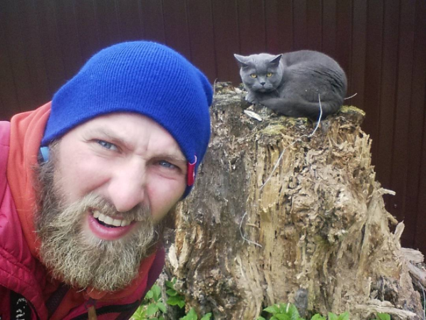 Story of a Russian Man Who Travels a World and Makes Selfies with Cats
