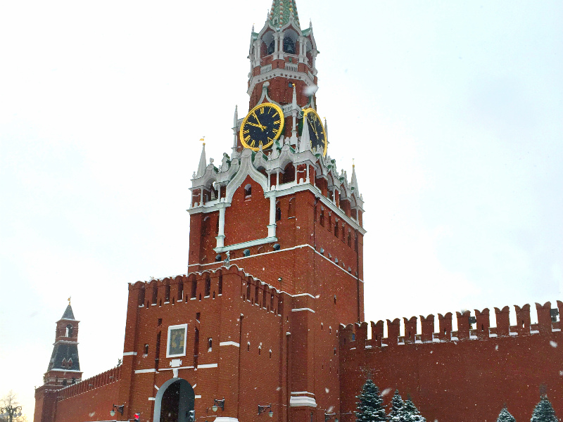 See Kremlin and book Moscow to St. Petersburg rail tickets on russiantraintickets.com