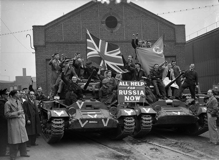 A Colorized Photo of British Tanks ready to go to USSR [2 photo]