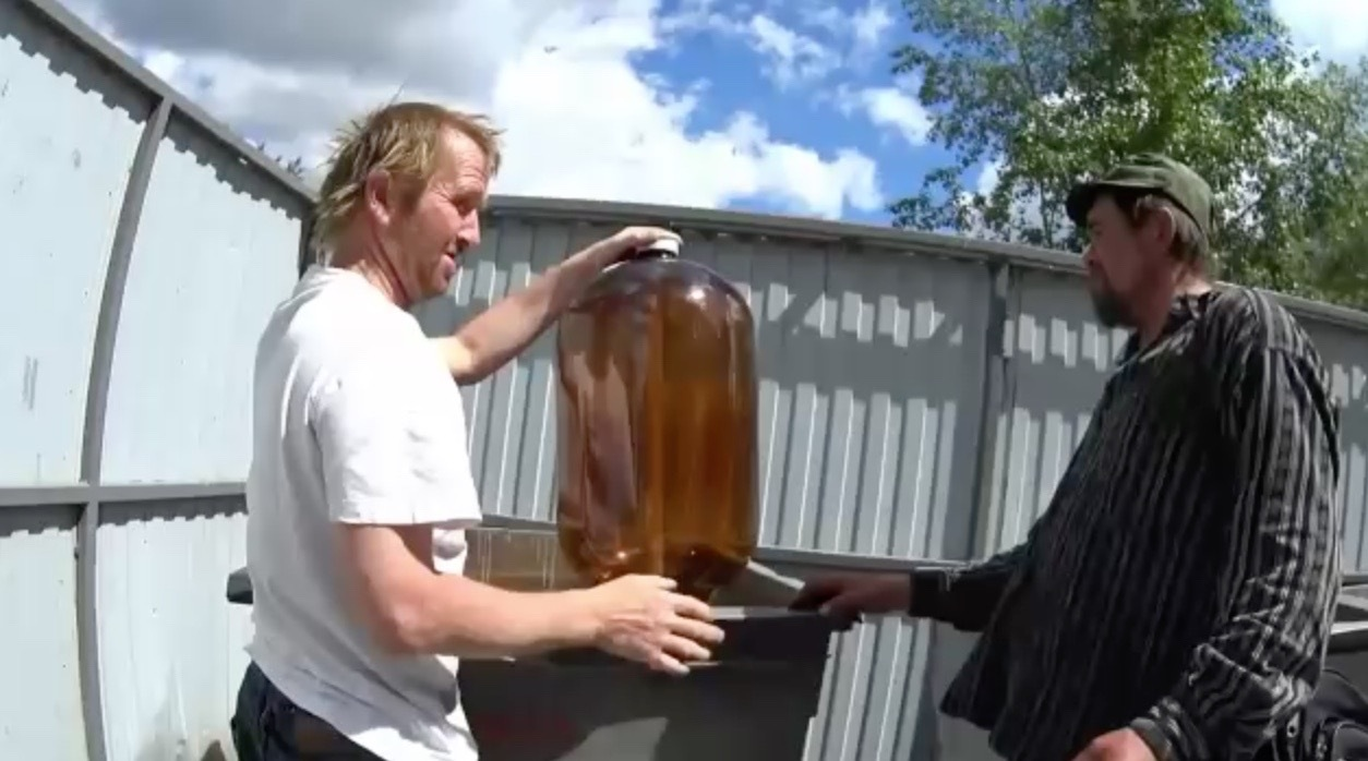 Homeless People Found Bloated Expired Beer Bottle, Then This Happens: [video]