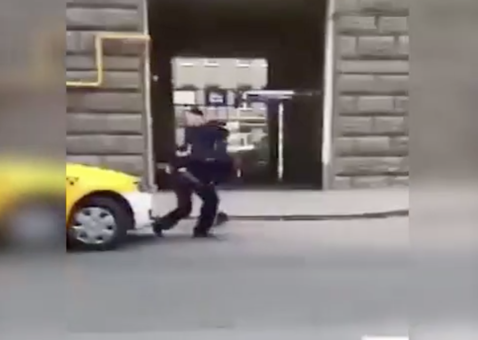 Person Stabbed Police Officer With Knife in Moscow Just now [video] *updated