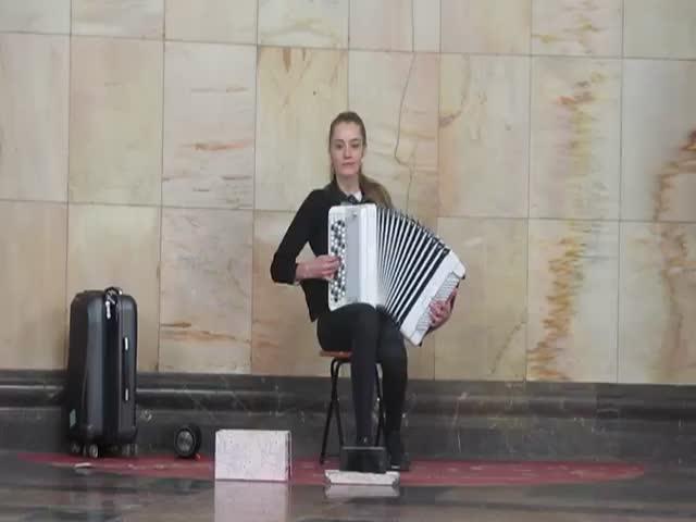 muzikant_v_metro3
