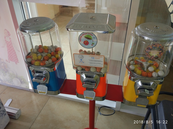 What Kids Put in Machine Instead Coinds [3 photos]