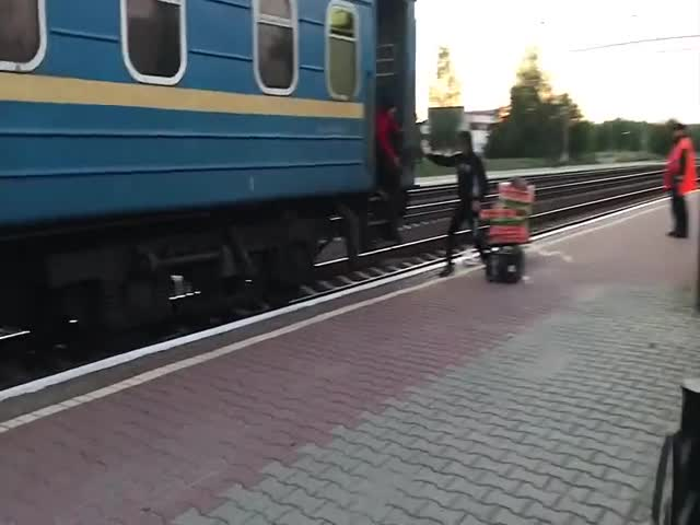 Woman Late to Train [video]