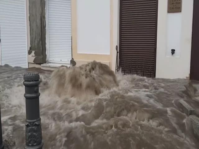 Malfunction of Storm Drain in Vladivostok [video]